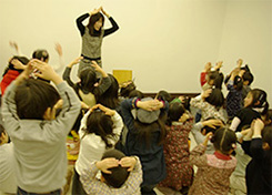A library staff member singing a Japanese  nursery rhyme with finger movements